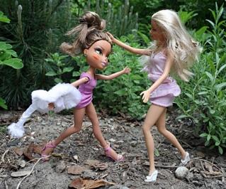 barbie vs bratz The rowdy bratz dolls have been evicted barbie has regained control of the dollhouse, and shares of toy giant mattel shot up thursday after a four-year legal dispute with mga entertainment inc.